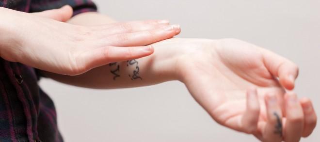 Wie merke ich, dass mein Tattoo entzündet ist?